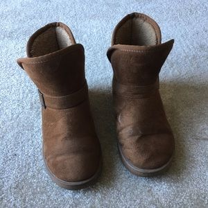 Short brown lined boots with side buckle